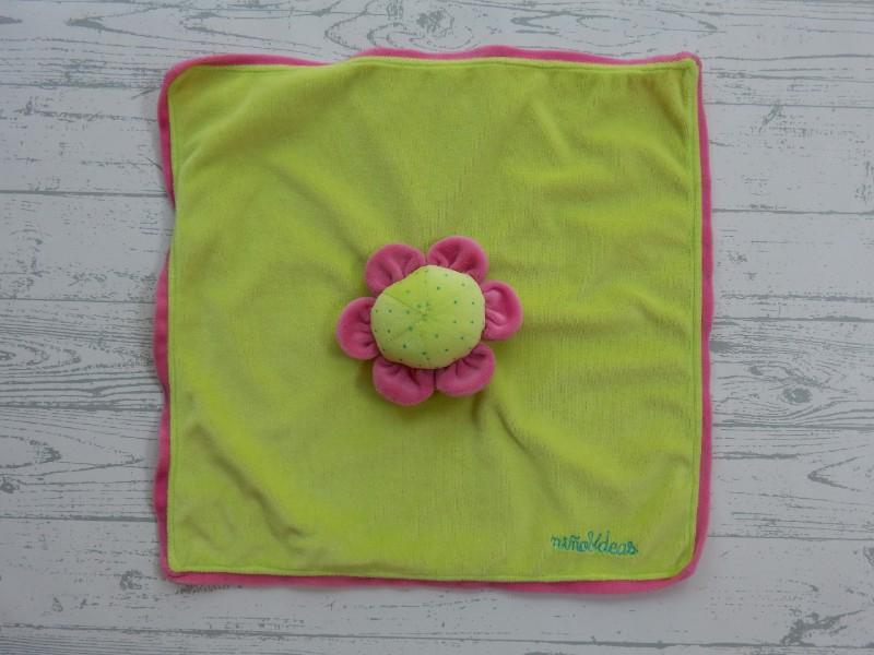 Nino & Ideas knuffeldoek velours limegroen roze bloem