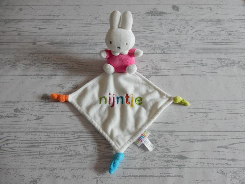 Nijntje knuffeldoek velours wit roze letters Nijntje