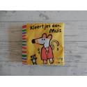 Lucy Cousins stoffen boek knuffelboek Kleertjes aan Muis