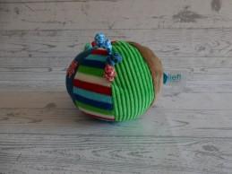 Lief! Lifestyle knuffel rammelaar speelbal velours blauw rood groen