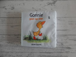 Olivier Dunrea stoffenboek knisper Gonnie gaat op Stap