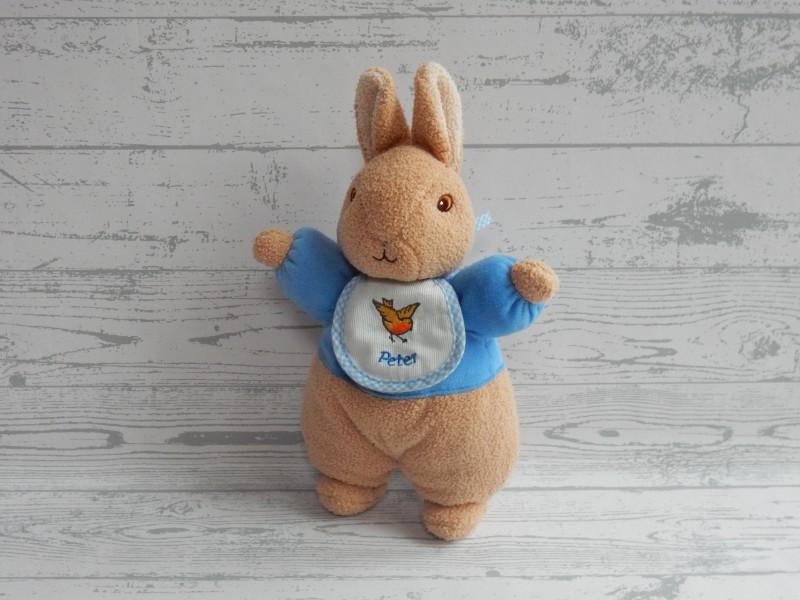 Augusta du Bay Peter Rabbit rammelaar velours beige blauw Peter