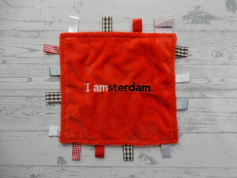 I Amsterdam knuffellap labeldoek velours rood labels