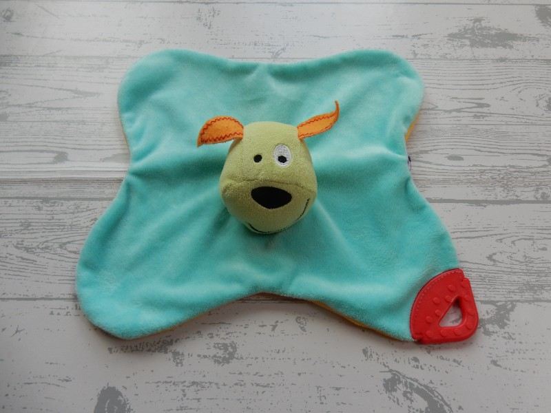 Prenatal knuffeldoek tuttel blauw geel rood bijtstuk hond